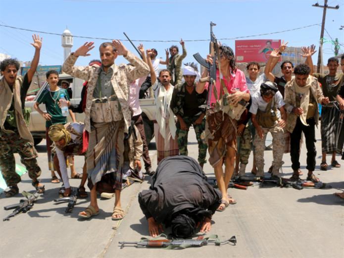 الجيش يستعيد المبادرة في المدينة... وجرائم سحل «قاعديّة»: «التحالف» يسوّق نصراً إعلامياً في تعز