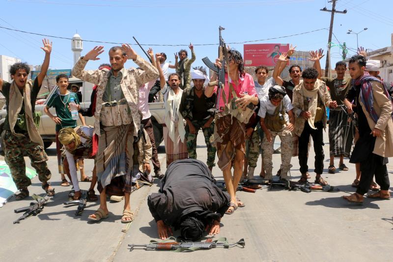يسيطر الجيش و «اللجان» على 23 مديرية في المدينة