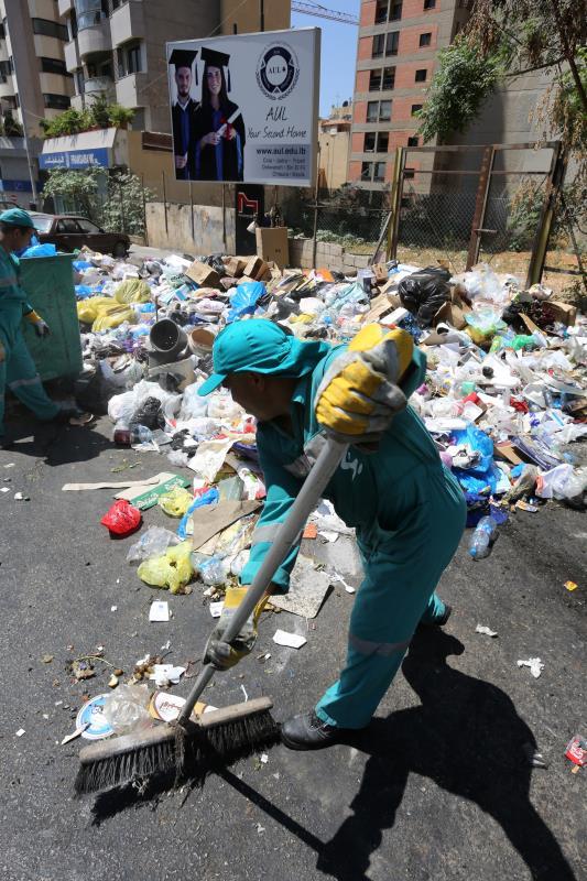 قررت الحكومة استمرار «سوكلين» و «سوكومي» في الأعمال التي كانتا تقومان بها (كنس، معالجة وطمر النفايات) حتى إجراء مناقصات جديدة