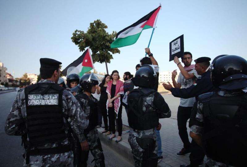 الاعتراض على وجود السفارة الإسرائيلية والتطبيع ينتهي بقمعه عادة (من الويب)