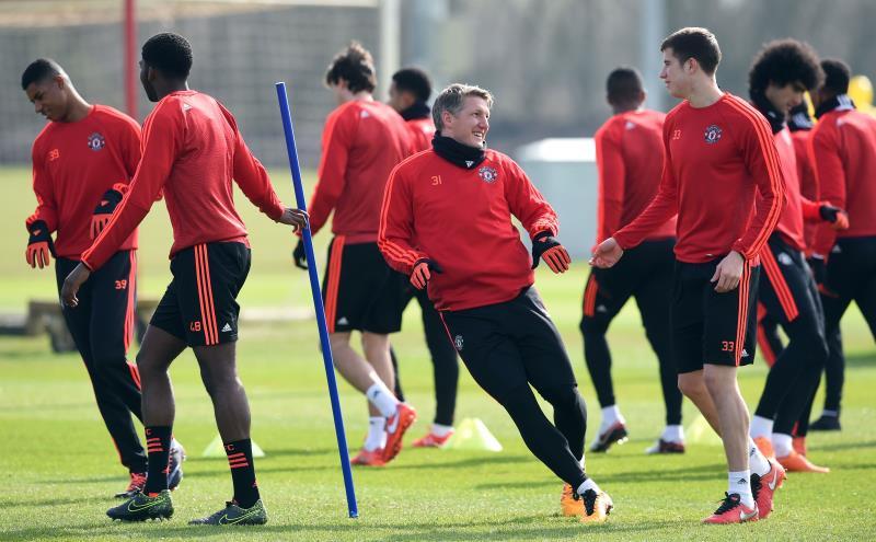 لاعبو يونايتد خلال استعدادهم لمواجهة ليفربول (بول إيليس ــ أ ف ب)