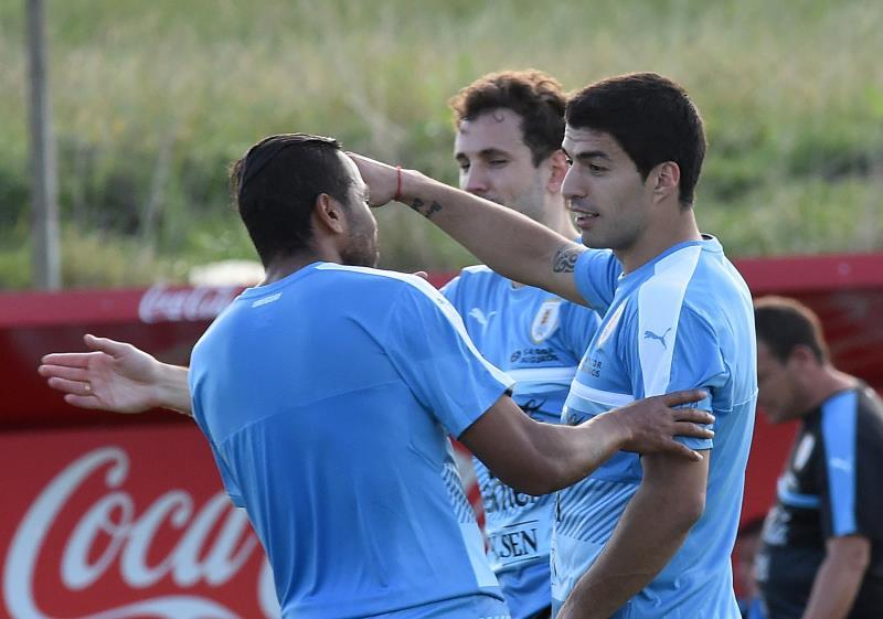 يعود سواريز إلى صفوف الأوروغواي بعد عقوبة طويلة (ميغيل روخو ــ أ ف ب)