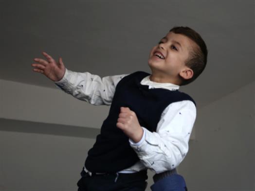 فلسطين | أحمد دوابشة يعود إلى قريته... رحلة علاج طويلة