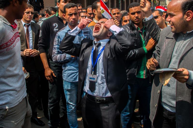 من احتجاج في القاهرة لحملة درجة الماجستير