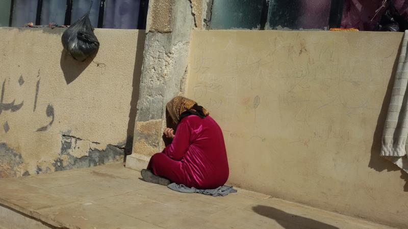 في أحد مراكز الإيواء تُصادف أمّاً فقدت أبناءها الأربعة