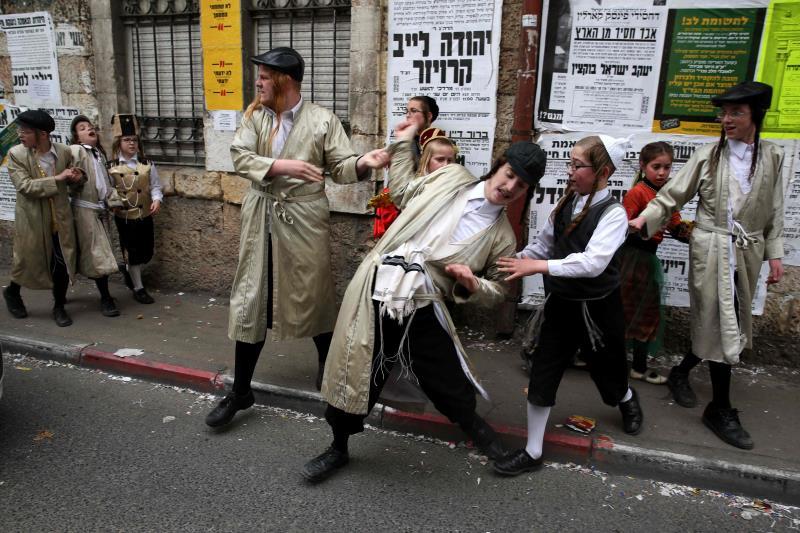 للاحتفالات الإسرائيلية أثر مؤقت لدى المستوطنين مقابل رد فعل فلسطيني