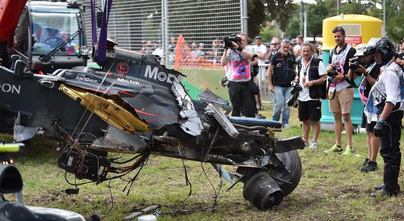 تحطمت سيارة ألونسو في سباق أوستراليا (بول كروك ــ أ ف ب)