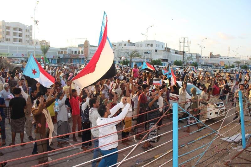 تُعرّض هذه الخطوة هادي وبحاح إلى المساءلة القانونية بتهمة «التفريط بسيادة البلد وتهديد الوحدة الوطنية»