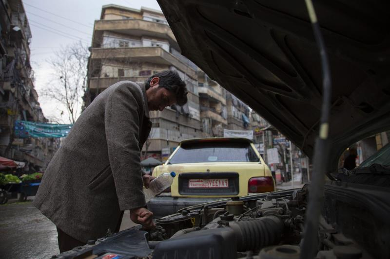 من الأحياء الشرقية لمدينة حلب (كرم المصري ــ أ ف ب)