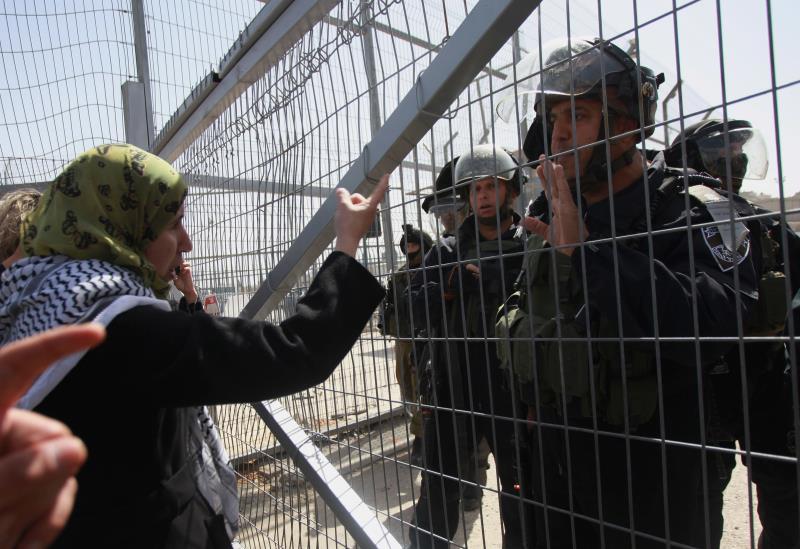 في ١٩٦٨، بدأ كعب المرأة الفلسطينية يعلو في ساحات المعارك (آي بي ايه)