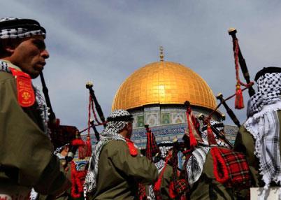 القدس تحتفل  بالمولد النبوي