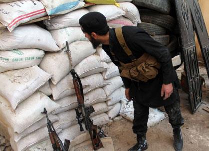 مطار حلب يستعيد نشاطه وعشرات القتلى في صــيدنايا وعدرا