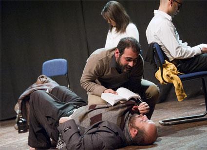 «هَوَس»: مغامرة شبابية تعيد المسرح إلى الناس