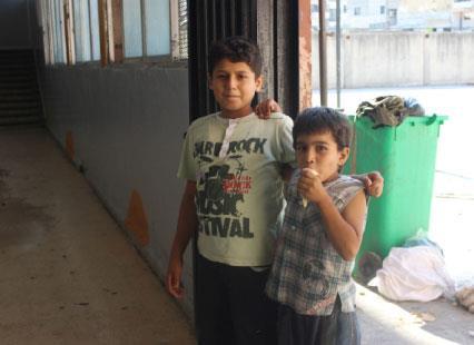طلاب المعارضة في «مدارس النظام»