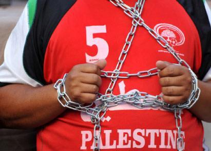فلسطين | الأسير أيمن طبيش يواصل إضرابه منذ 119 يوماً ومطلبه الإفراج عنه