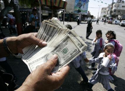 العملة الأميركية  مقابل كتم الفضيحة الإماراتية؟