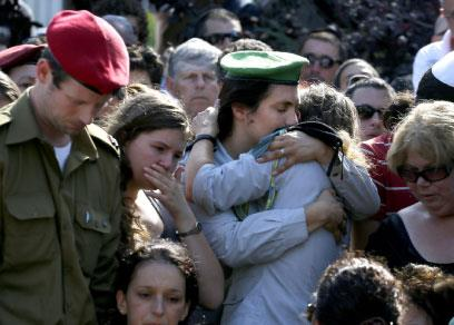 قادة إسرائيل يستجدون سكان الجنوب العودة