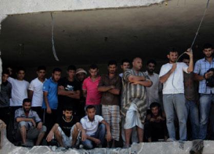 في السجن يبلغون الأسرى: بيوتكم قصفـت وأهلكم ماتوا