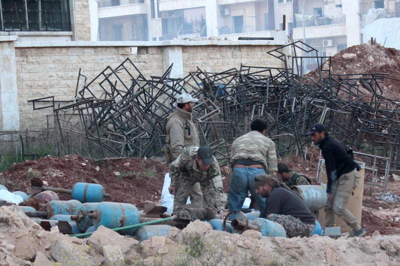 تشكل التنظيمات المسلحة سلطات تتوزّع على مجمل مساحة سوريا