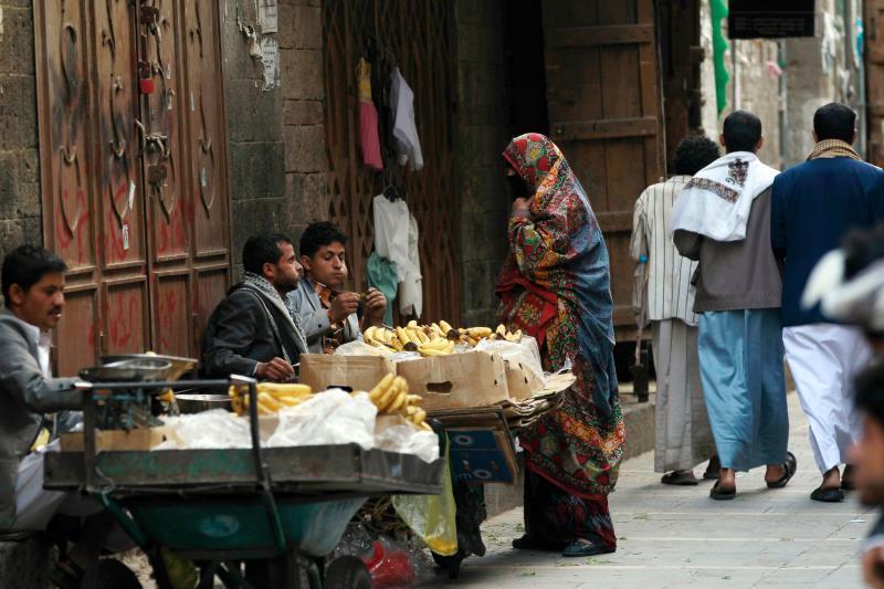 شهدت شوارع العاصمة زحمة مرورية خانقة منذ صباح الأمس (أ ف ب)