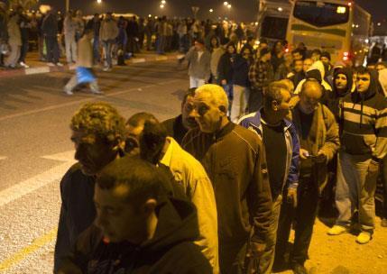«أبارتهايد» إسرائيل إلى الحافلات