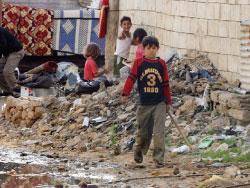 شوارع المخيّم تغصّ بالحفر