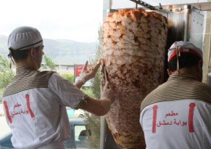 افتتاح 260 مطعماً سورياً في البقاع  صراع الشاورما اللبنانية ـ السورية