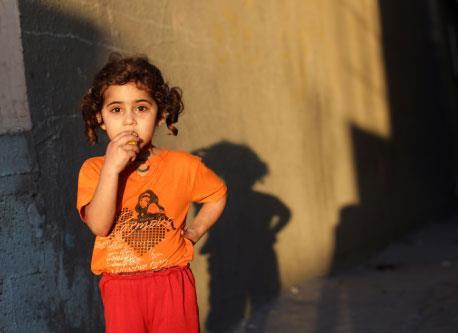 غزّة: أول حمل لزوجة أسير من نطفته