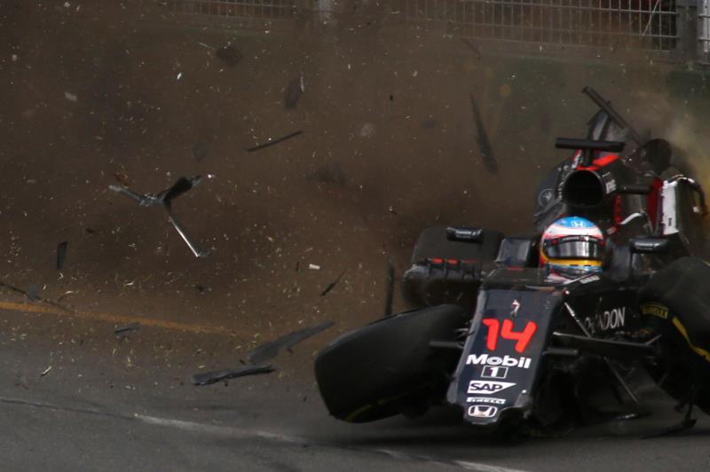 سيغيب ألونسو لأسباب طبية جراء حادثه الخطير في أوستراليا (ماكس بليتون ــ أ ف ب)
