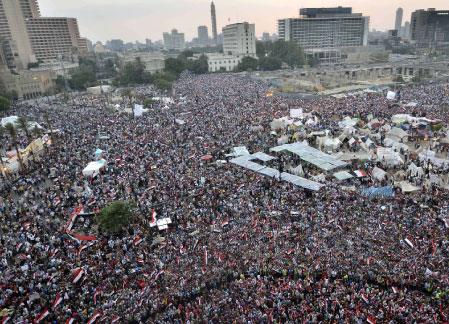 الجيش المصري يحتل المشهد: 48 ساعة للحل وإلّا ...