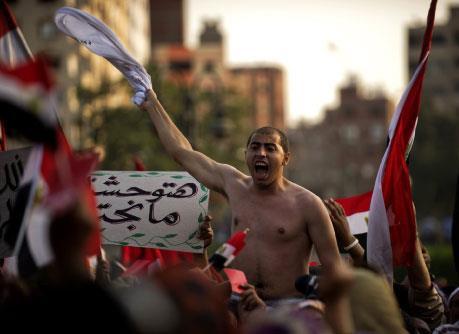مرسي يتحدى مصر:  سأحفظ الشرعية بدمي