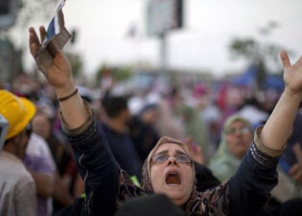 «الإخوان» يستدرجون تدخلاً دولياً: إما مرســي أو الفوضى
