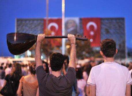 ربيع تقسيم: هل أحرق أسطورة «الديمقراطيّة الإسلاميّة»؟