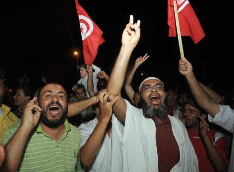 «السلم القلق» يخيّم على تونس