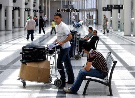 هجرة الشباب نزف قاتل: لبنان يتحوّل إلى النموذج الخليجي