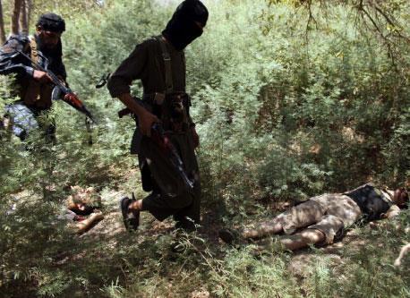 وكر الإرهاب في جرود عرسال وجبال القلمون: هكذا يعـيش القتلة