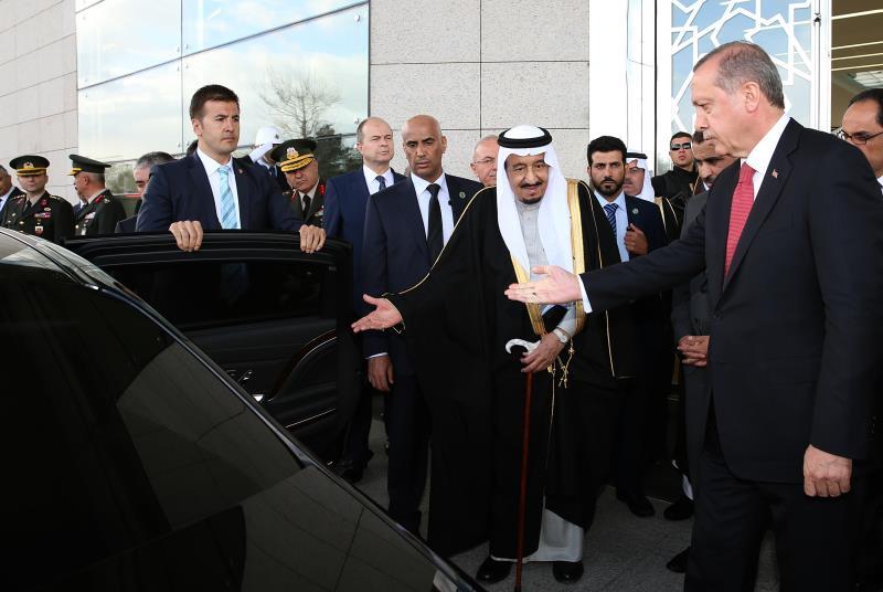 توجه أردوغان إلى مطار أنقرة لاستقبال سلمان (الأناضول)