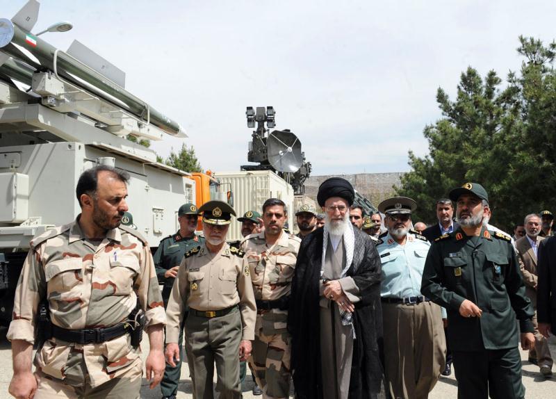 الجيش مهمته الدفاع عن الحدود ووحدة التراب... والحرس عن الثورة