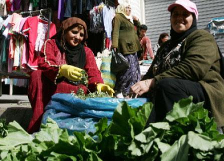 الأزمة السورية تحدّ من وصول البضائع صبرا: سوق متعدّد الجنسيات