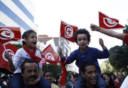 التونسيون يتظاهرون لحماية الدولة المدنية