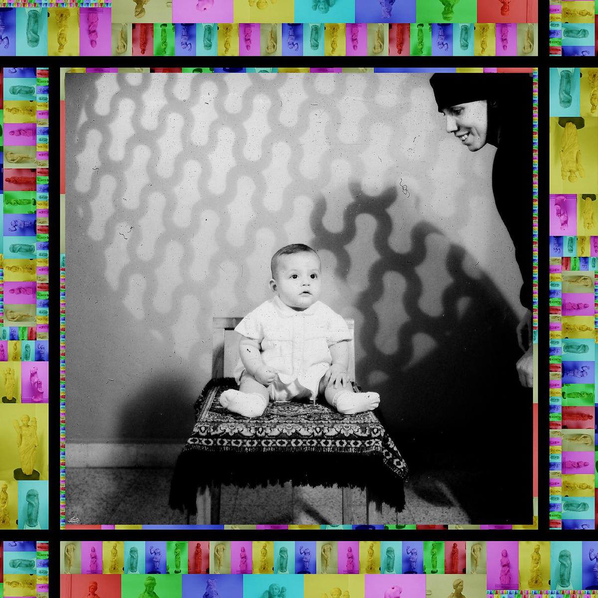 Still Life II للسوري عمار البيك (طباعة حبر على ورق ــ 110×110 سنتم ــ 2008)