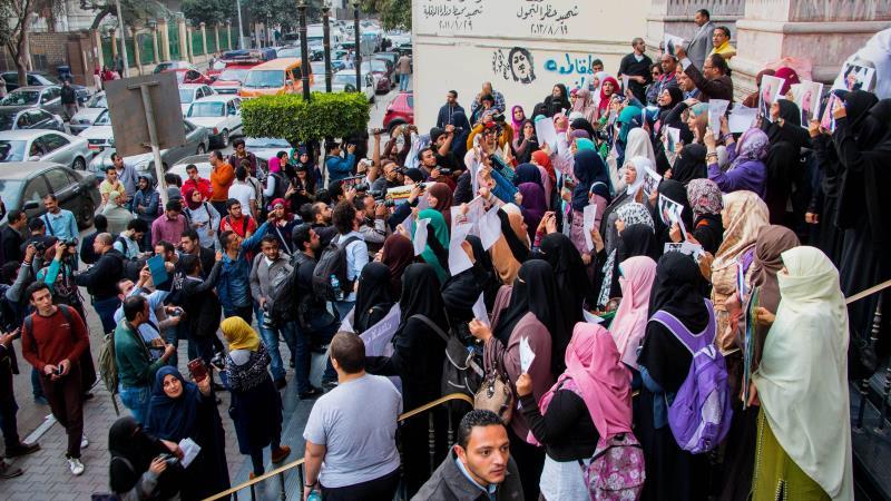 يتوقّع منظّمو المظاهرات أن إعلان «الإخوان» مشاركتهم سيخفض الأعداد (آي بي ايه)