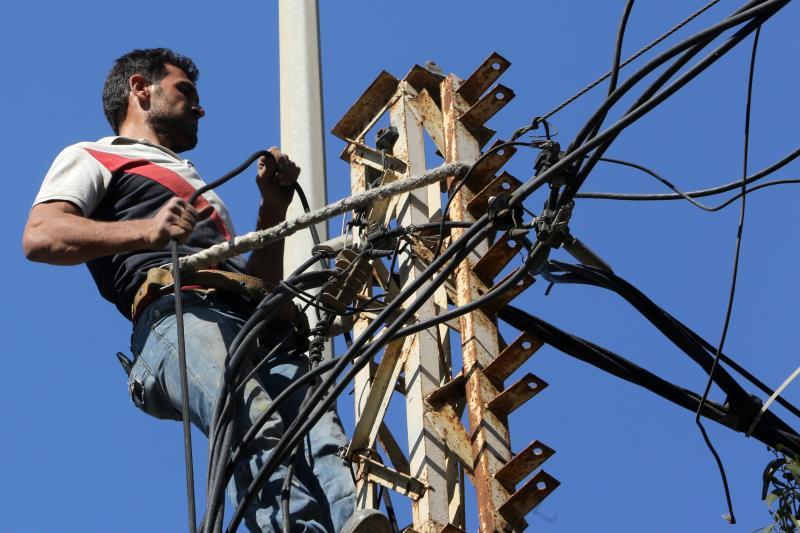 مدّدت مؤسسة الكهرباء عقود مقدمي الخدمات حتى آب المقبل، لكنها طلبت مغادرة «الاستشاري» واستبداله (مروان طحطح)