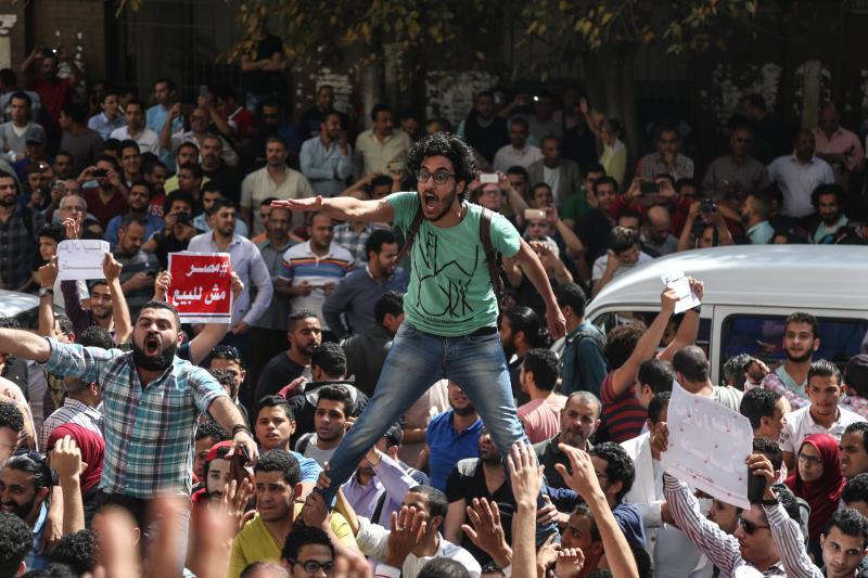 الشرطة استعانت بضباط شاركوا في فض التظاهرات المعارضة لنظام مبارك (الأناضول)
