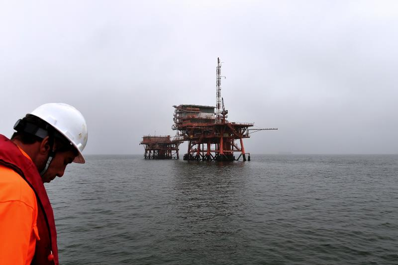 ترفض إيران الإتفاق سعياً لاستعادة حصتها في سوق النفط العالمية  (أ ف ب)