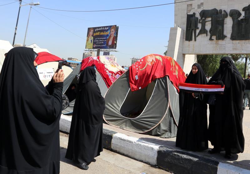 توجّه أنصار «التيار الصدري» إلى بغداد بعد إعلان «النفير العام» (أ ف ب)