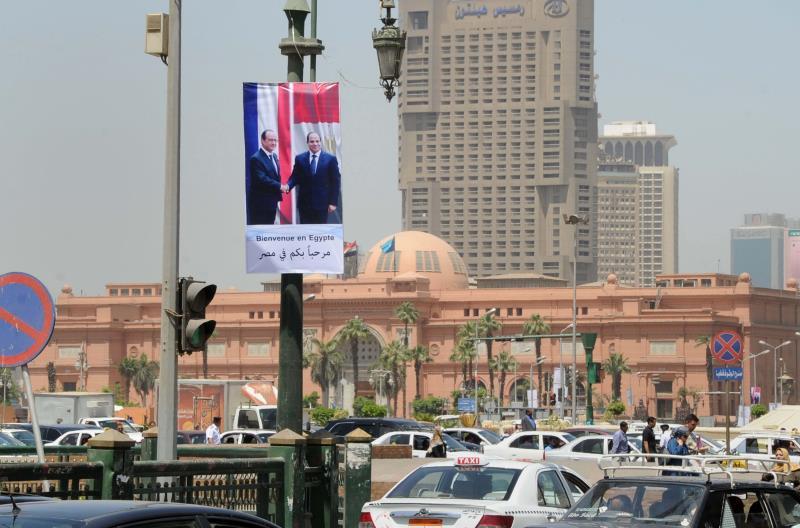 بدأ الرئيس الفرنسي أمس زيارة هي الثانية له إلى مصر وتستمر ثلاثة أيام (آي بي ايه)