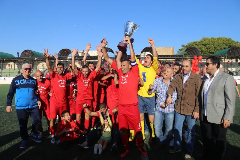 لاعبو التضامن صور مع كأس الدرجة الثانية (عدنان الحاج علي)