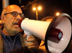 انتفاضة حتى محاكمة مبارك يسعى البرادعي إلى قطف ثمارها