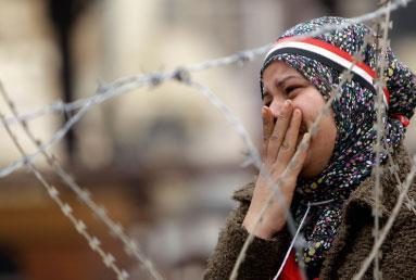 «الساعة الصفر» في القاهرة: تفكيـك البعد الكولونيالي للديموقراطية